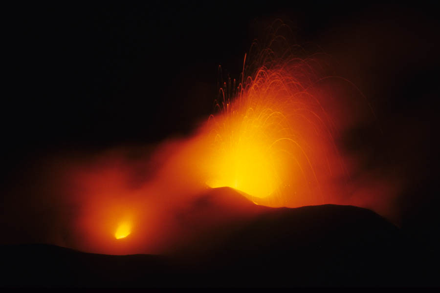 outdoor shopping mall vector Q
