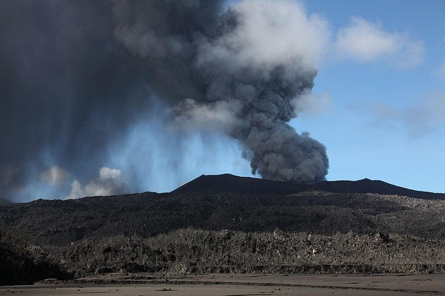 http://www.photovolcanica.com/VolcanoInfo/Dukono/Indo2014a_1016.jpg