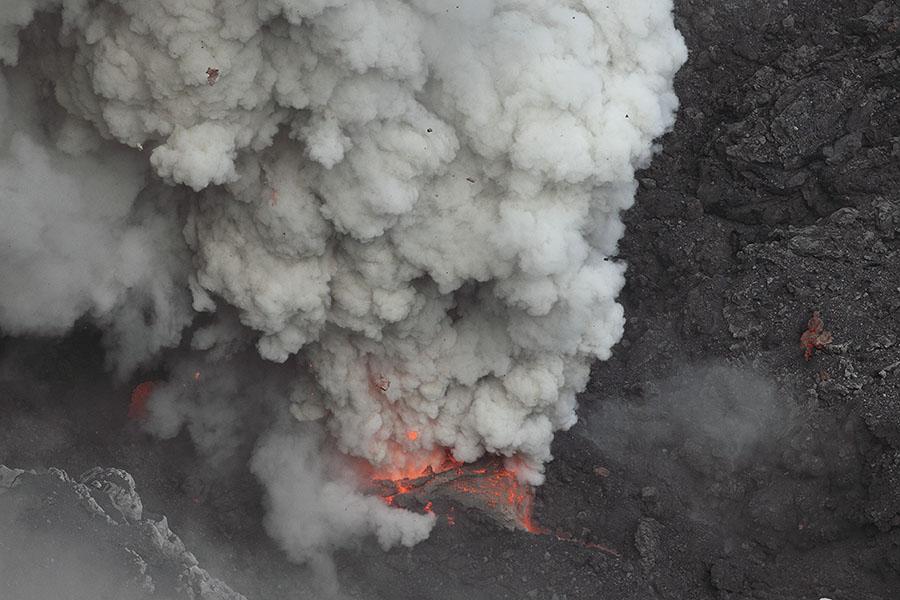 http://www.photovolcanica.com/VolcanoInfo/Dukono/Indo2014a_1498c.jpg