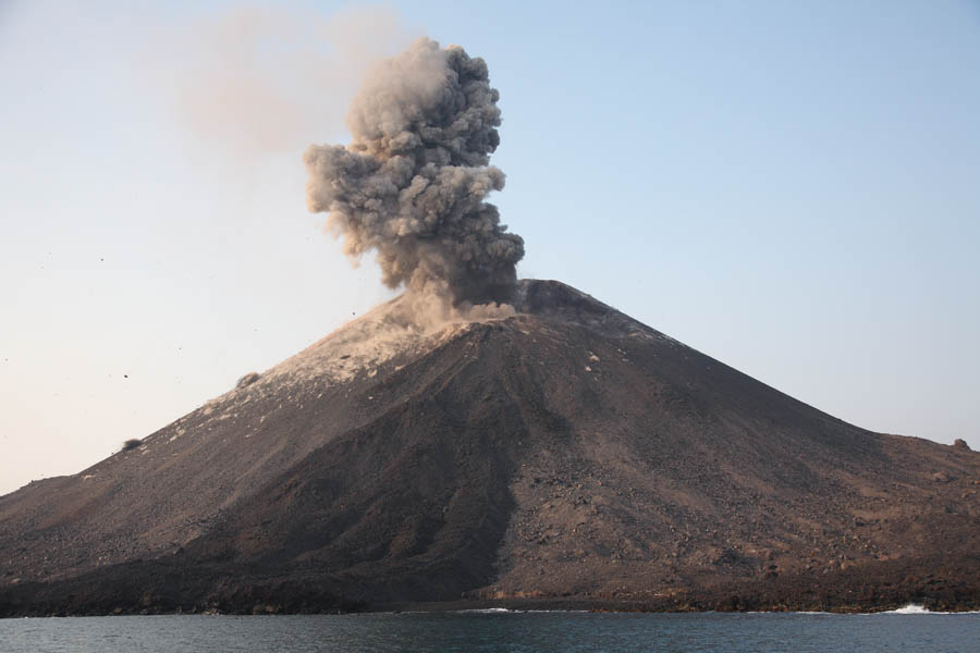anak krakatau krakatoa volcano