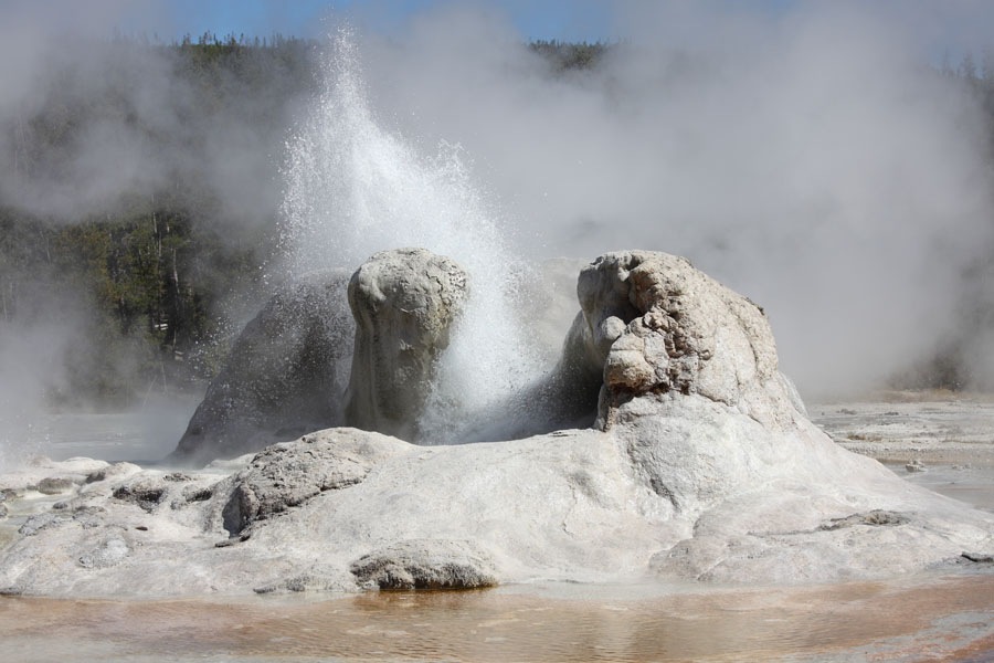 http://www.photovolcanica.com/VolcanoInfo/Yellowstone/USA09_0538.jpg